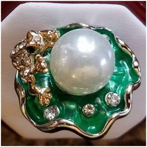 Frog Holding Pearl on Lilypad Novelty Ring 9.5